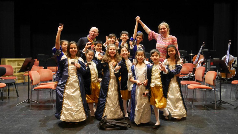 Menuett Tanz im Kinderkonzert